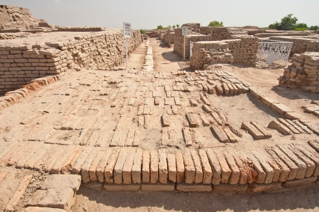ancient river valley civilization By roughly 6000 to 8000 years ago, agriculture was well under way in several regions including ancient egypt, around the nile river the indus valley civilization mesopotamia, between the tigris and euphrates rivers and ancient china, along the yellow and yangtze rivers.