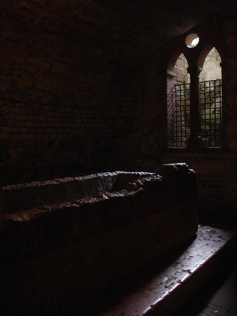 банкетку можно гробница джульетты фото переговорил местными жителями
