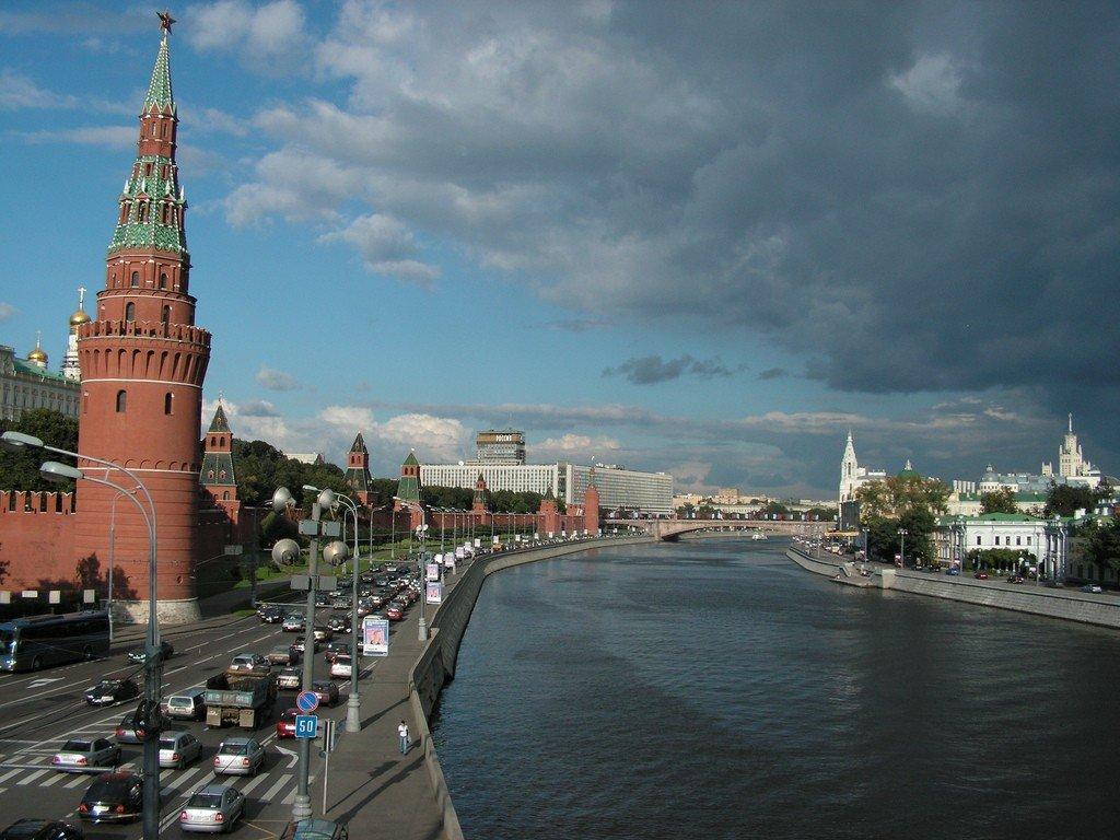https://wikiway.com/upload/hl-photo/40f/616/moskva_reka_174.jpg