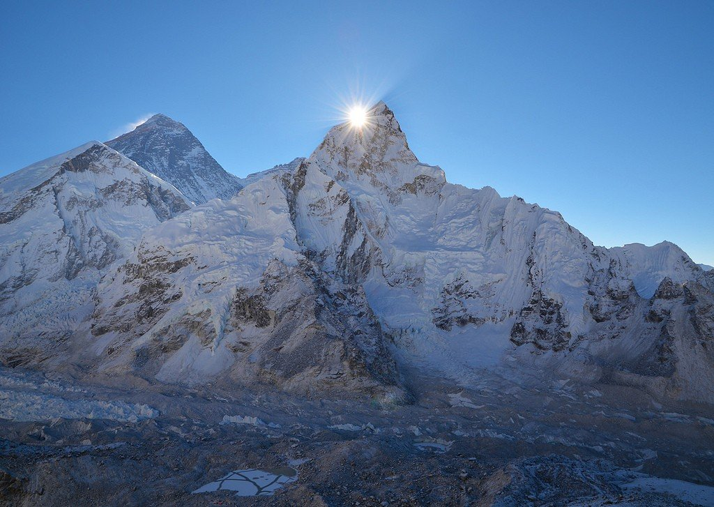 Гора Эверест: координаты и фото, что посмотреть и где находится ... | 727x1024