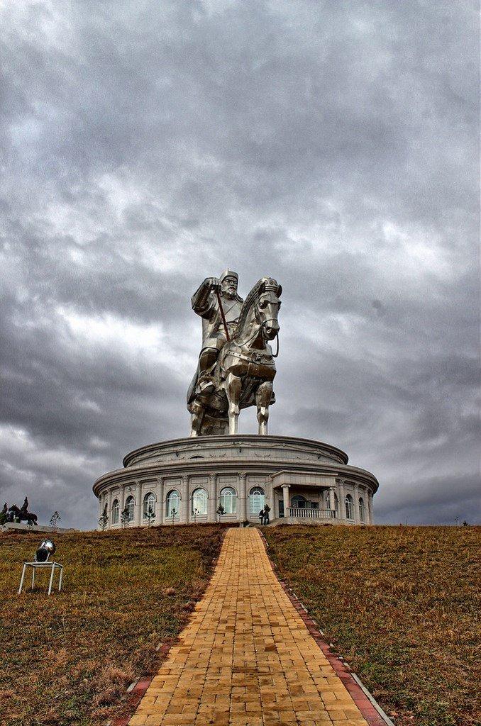 совершенно вписывался, памятник чингисхану в монголии фото потом