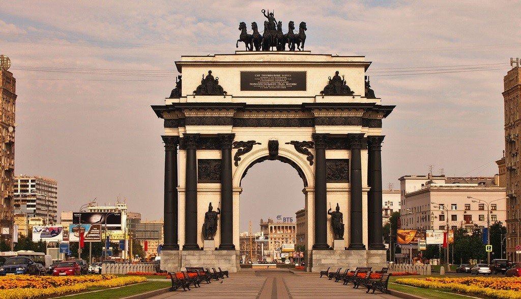 Триумфальная арка в москве фото