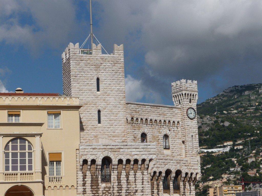 раньше был фото дворца в монако некоторое время