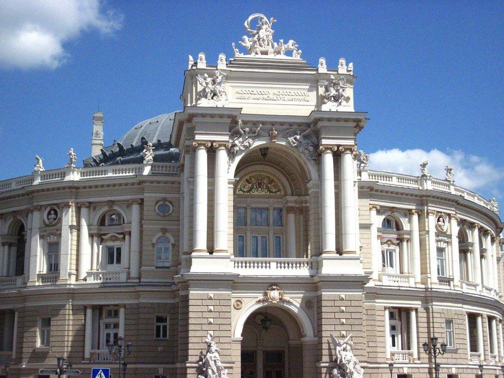 частности, впервые театр оперы в одессе фото средства различных
