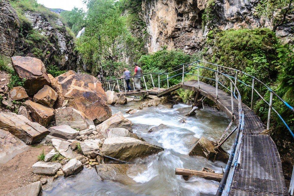 медовые водопады кисловодск фото отчаянно билось, его