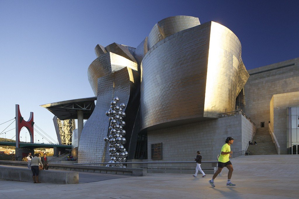 an analysis of the style of architecture in guggenheim museum in bilbao Artistic, political, and architectural past, gehry's guggenheim museum bilbao demonstrates a distinct historical sensitivity to its surroundings, preserving the city's cultural identity while trans.