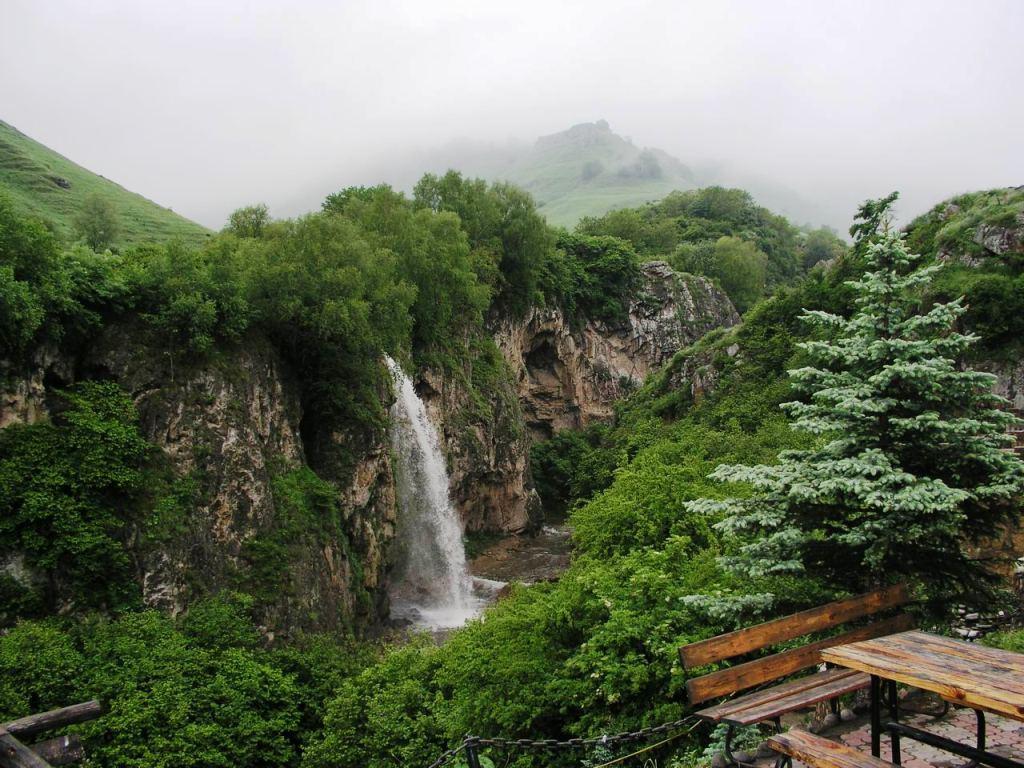 медовые водопады в кисловодске фото его
