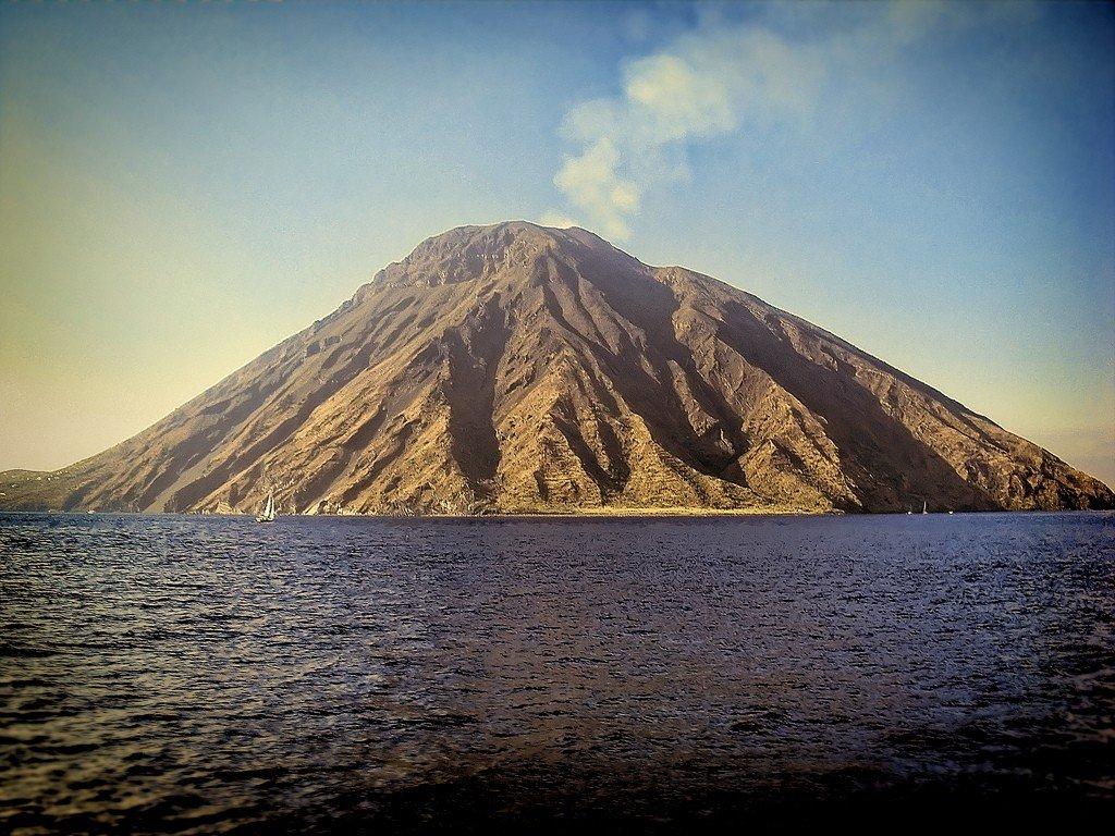 проехать картинки про остров вулкана позволяет вам нарисовать