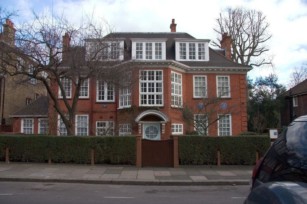 an overview of the freud museum in london Sigmund freud lived and worked for the majority of his career in austria, but his final year was spent in britain, at a home he shared with his family that is now the freud museum london it was.