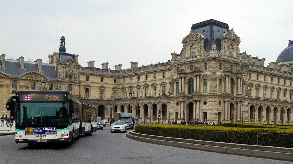 достопримечательности лувра в париже на фото