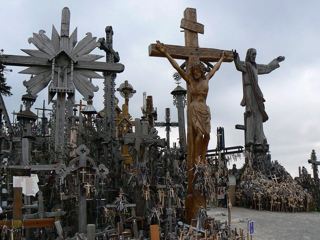 Гора крестов в Шауляе (гора, крест).