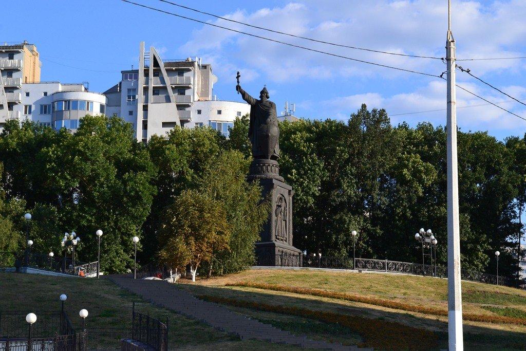 Владимир князь памятник в белгороде фото
