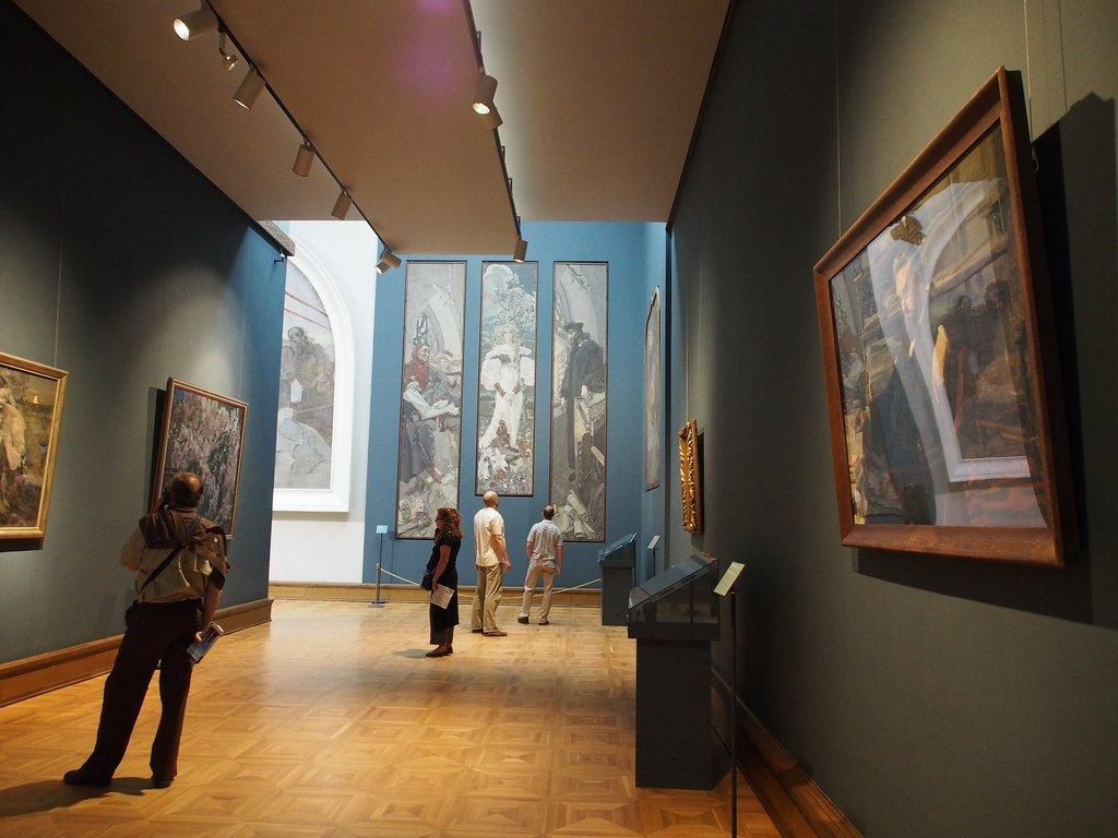 В залах галереи