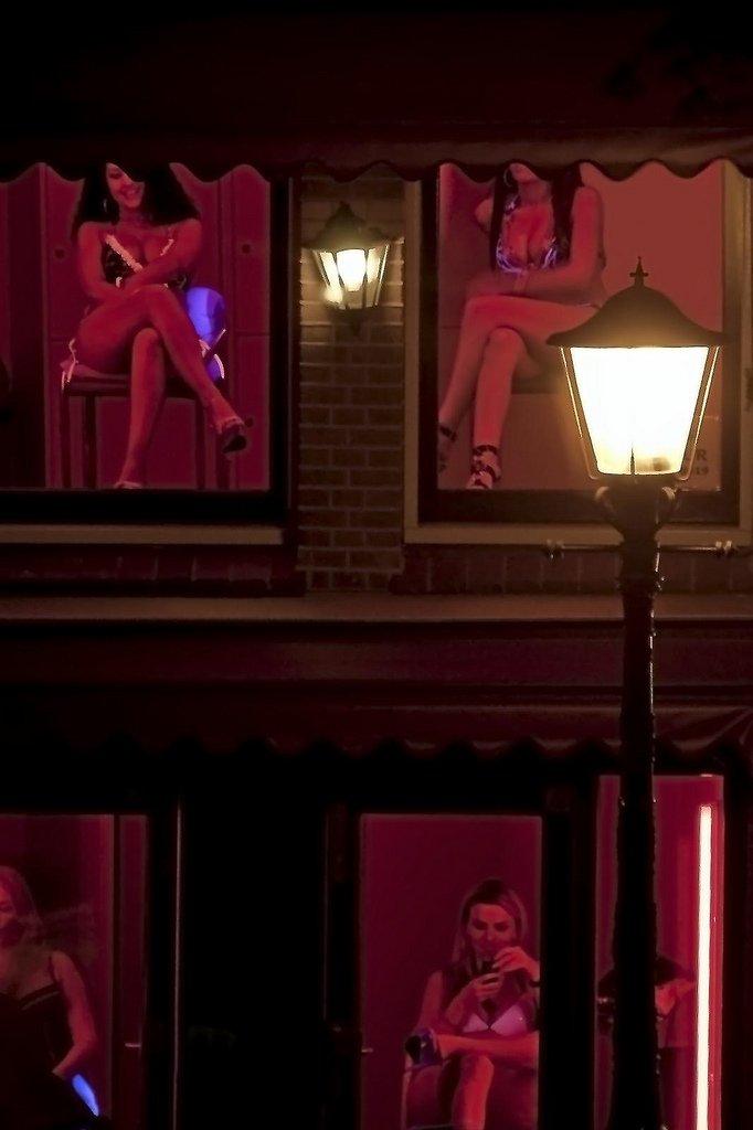 Юпорн улицы красных фонарей, порно женщина доит свои сиськи