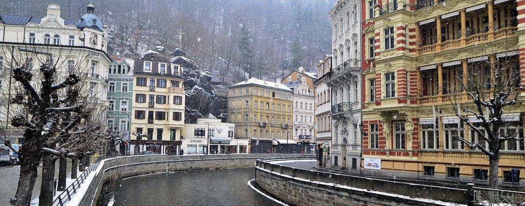 Карловы Вары — знаменитая водолечебница Чехии