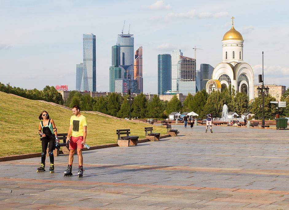 Картинки по запросу Москва Парк Победы на Поклонной горе на роликах