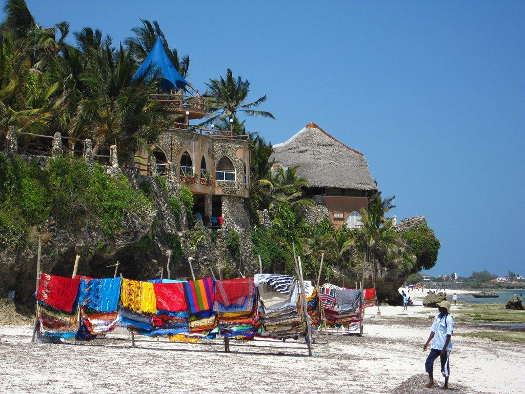 Момбаса достопримечательности пляжа еда бары сувениры