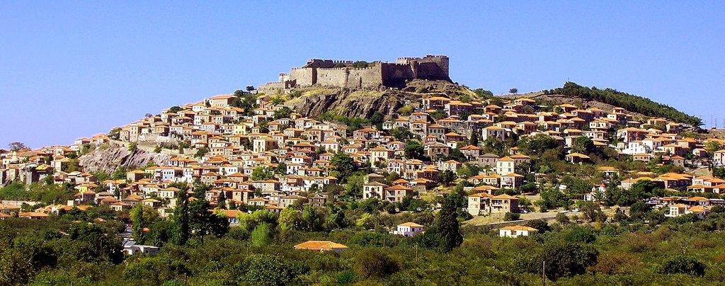 Греческий город Моливос на острове Лесбос