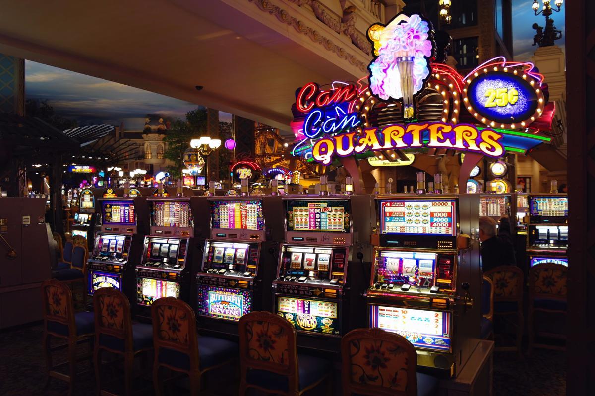 Знаменитое казино в вегасе играть карты уно онлайн
