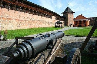 Замок Любарта Пушка в замке