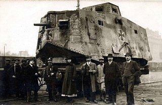 Трофейный немецкий танк Sturmpanzerwagen A7V во французском Париже