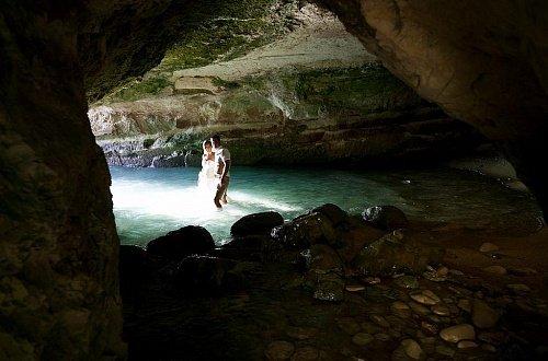 Свадебная фотосессия в пещере