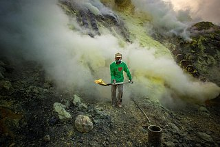 Вулкан Иджен вулкана Иджен Синим пламенем: покорение вулкана Иджен на острове Ява Dobycha sery na vulkane Idzhen 4