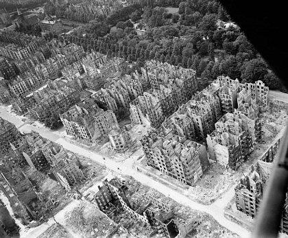 Гамбург после бомбежки в 1943