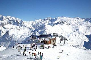 Горнолыжные курорты французских Альп очень популярны среди любителей активного зимнего отдыха