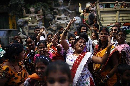 Праздник Чхатх. Индуисты выражают Сурье благодарность за поддержание жизни на Земле и просят его об исполнении своих желаний