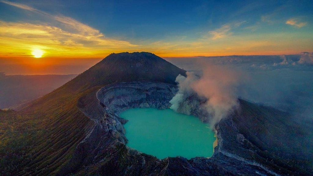 Вулкан Иджен вулкана Иджен Синим пламенем: покорение вулкана Иджен на острове Ява Vershina vulkana na zakate