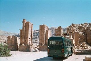 Микроавтобус в Петре Едем в Иорданию Едем в Иорданию 30 bus
