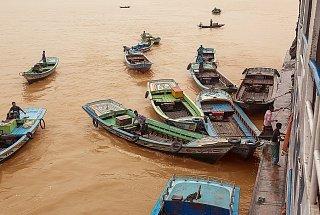 Пристань в городе Несарабад