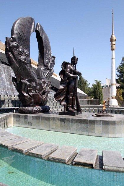 Памятник советскому солдату в Ашхабаде