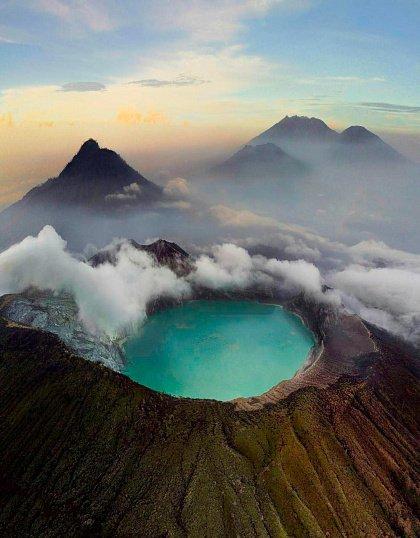Вулкан Иджен с высоты вулкана Иджен Синим пламенем: покорение вулкана Иджен на острове Ява Vulkan Idzhen s vysoty