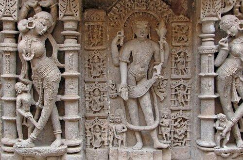 Изображение Вишну на стене храма в Патане