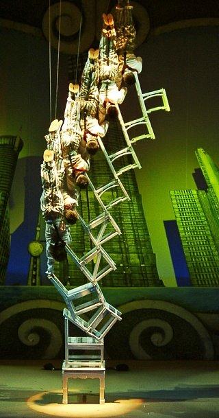 Шоу акробатов в Шанхае