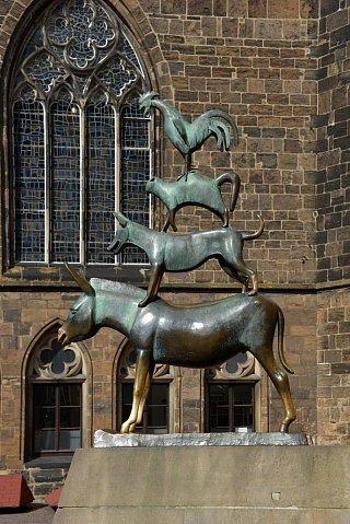 Бронзовая статуя «Бременских музыкантов» в Бремене