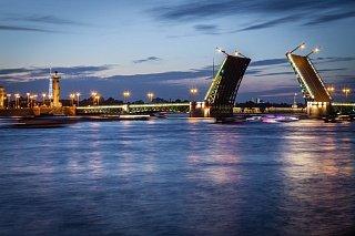 Разводный мосты — один из символов Санкт-Петербурга