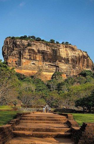 Сигирия (Львиная скала) — древняя разрушенная крепость на Шри-Ланке