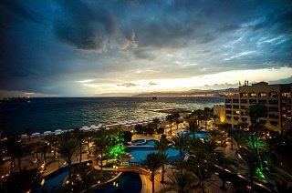Отель на берегу Красного моря в Акабе