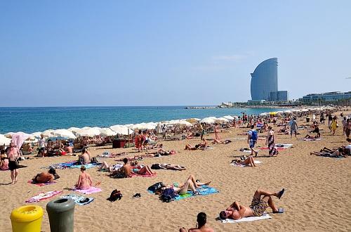 Пляж Барселоны летом