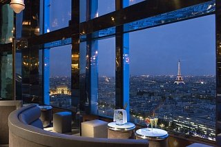 Панорамный вид на Париж из бара отеля Concorde La Fayette
