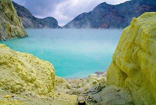 Кислотное озеро Кавах-Иджен вулкана Иджен Синим пламенем: покорение вулкана Иджен на острове Ява Kislotnoe ozero Kavakh Idzhen 3