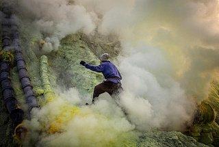 Добыча серы на вулкане Иджен вулкана Иджен Синим пламенем: покорение вулкана Иджен на острове Ява Dobycha sery na vulkane Idzhen 7