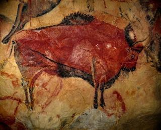 Наскальное изображения бизона в пещерах Альтамиры времен каменного века