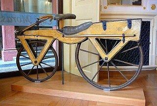 Первый велосипед созданный в 1814 году Карлом фон Дрезом