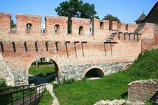 Восстановленная стена Окольного замка