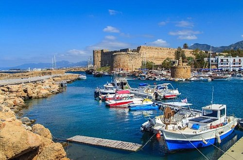 Вид на Киренейскую крепость