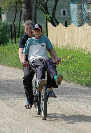 Эстонская ребятня в деревне